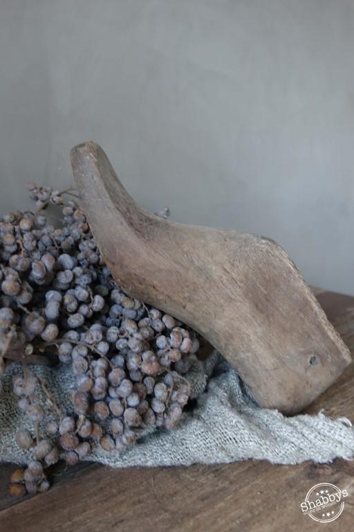 Shabbys-Stoer in wonen-Vergrijsde oude houten schoenmal stoer en sober
