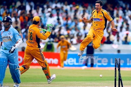 Sachin wicket  india australia match 2007