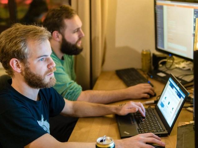 Das IT-Team des Future Strategists Hub beim Verarbeiten von Bits and Bytes. Foto: Bild: Shabka, CC BY-NC-ND 4.0.