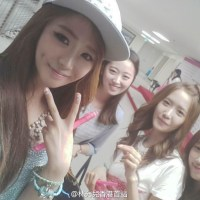 Girls' Generation's YoonA and her pretty photos with her friends