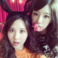 SNSD's TaeYeon and SeoHyun posed for an adorable picture