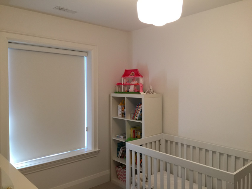 Blackout rollershades for your nursery