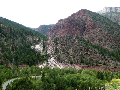 Red rocks where Flaming Gorge gets it's name