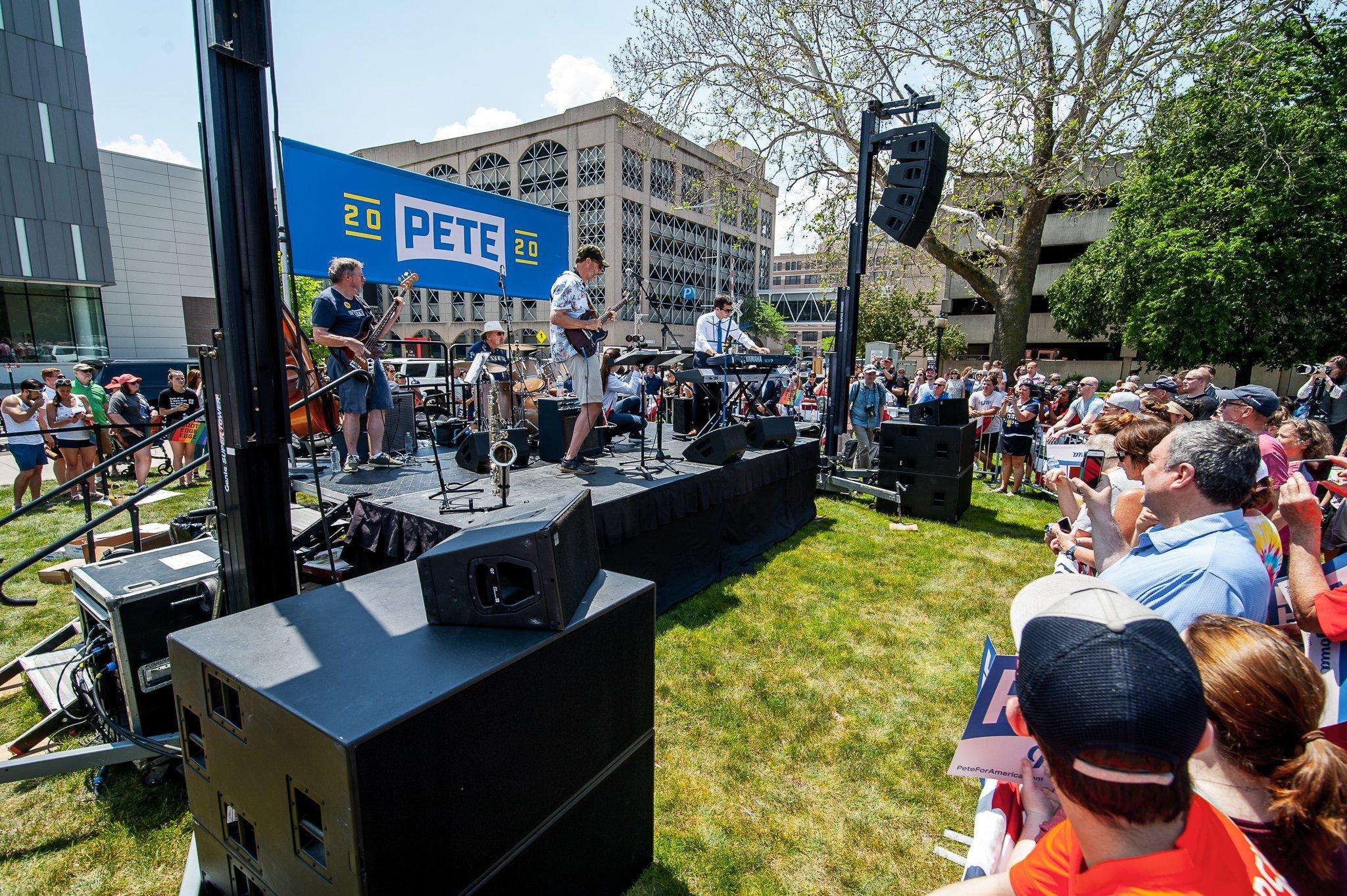 Pete Buttigieg playing keys at his Cedar Rapids, Iowa campaign event