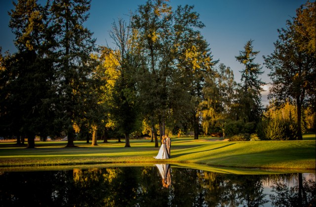 wedding photos on the golf course