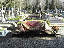 Rudolf Nureyev's tomb. ©O.perrin@French Wikipedia. Shared under wiki Creative Commons Share-alike 3.0