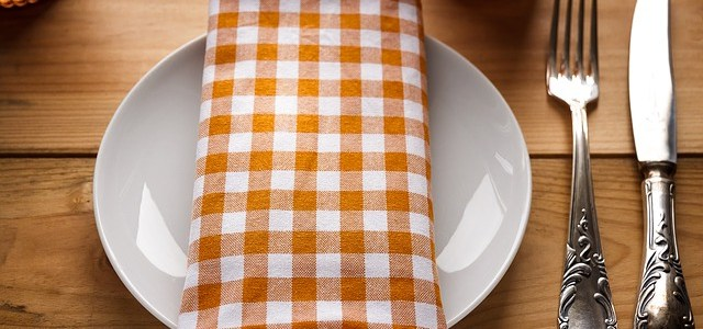 Table manners and basic dining etiquettes: Things you need to know!