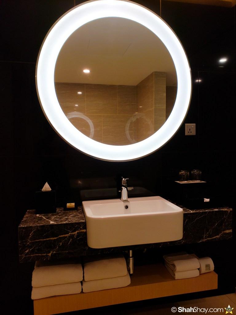Renaissance Kuala Lumpur Executive Suite - bathroom mirror