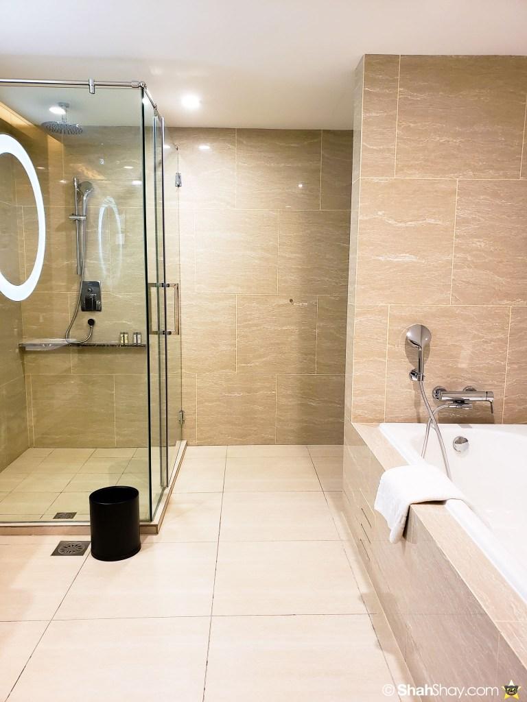 Renaissance Kuala Lumpur Executive Suite - bathroom