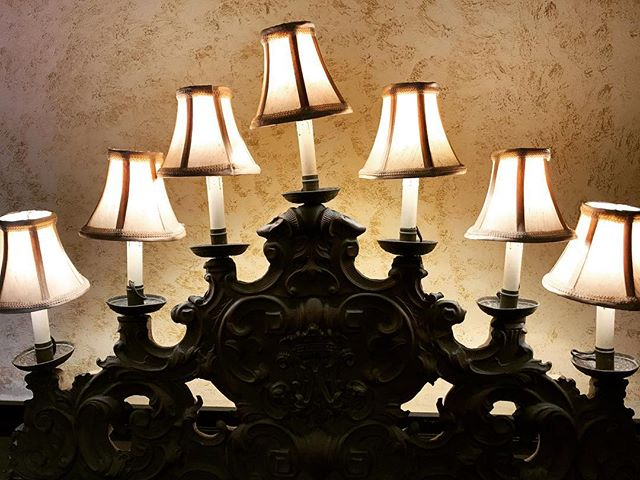 That beautiful carving! #lamps #carving