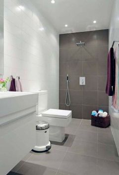 70+ Tiles Ideas for Small Bathroom - Get more Ideas in our gallery | #smallbathroom #bathroomdecoration #bathroomideas #bathroomtiles #bathroomdecor #homedecor (45)