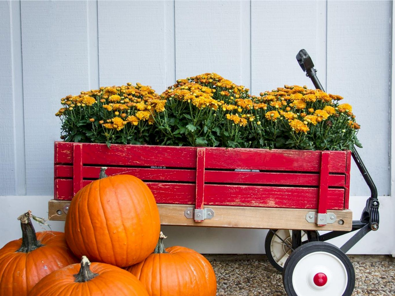 Best Fall Outside Décor Ideas (10)