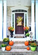 Fall Porch Décor Ideas in Cozy and Cool Style (19)