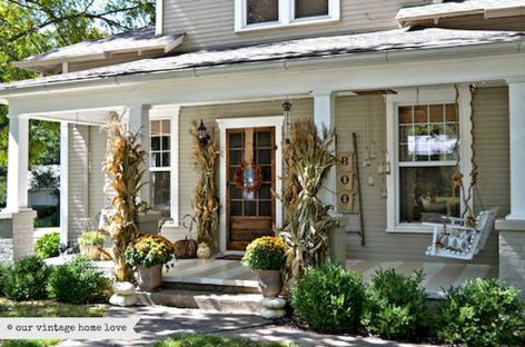 Fall Porch Décor Ideas in Cozy and Cool Style (3)