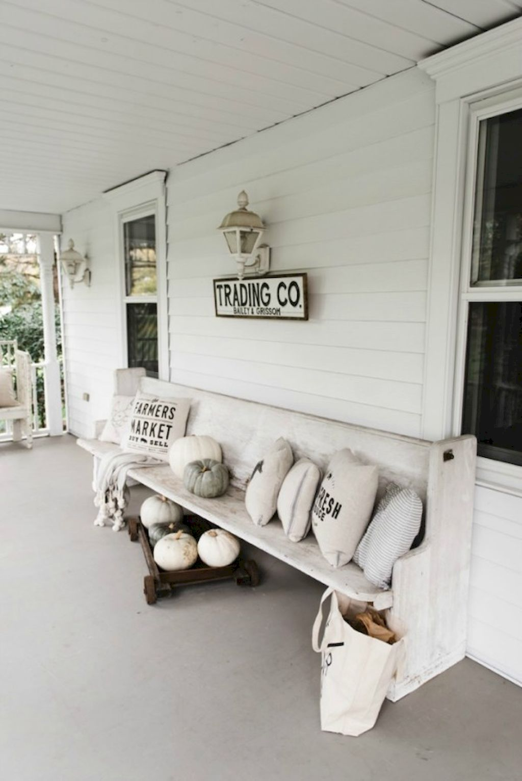 Fall Porch Décor Ideas in Cozy and Cool Style (38)