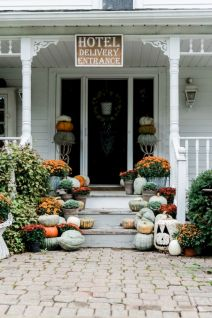 Fall Porch Décor Ideas in Cozy and Cool Style (40)