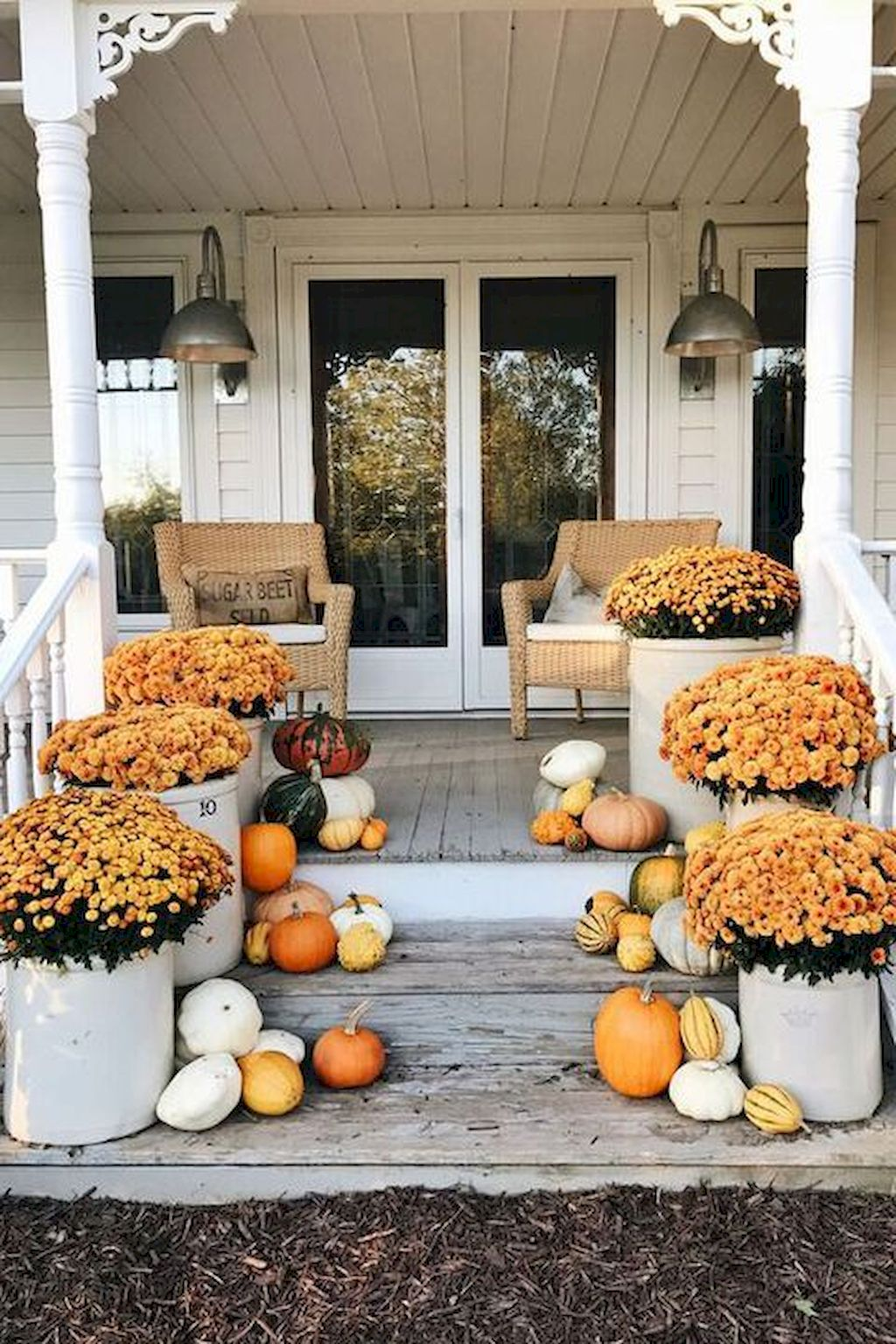 Fall Porch Décor Ideas in Cozy and Cool Style (5)