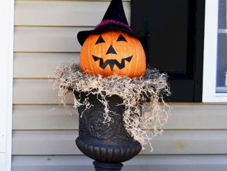 Thrilling Halloween Porch Decoration (12)