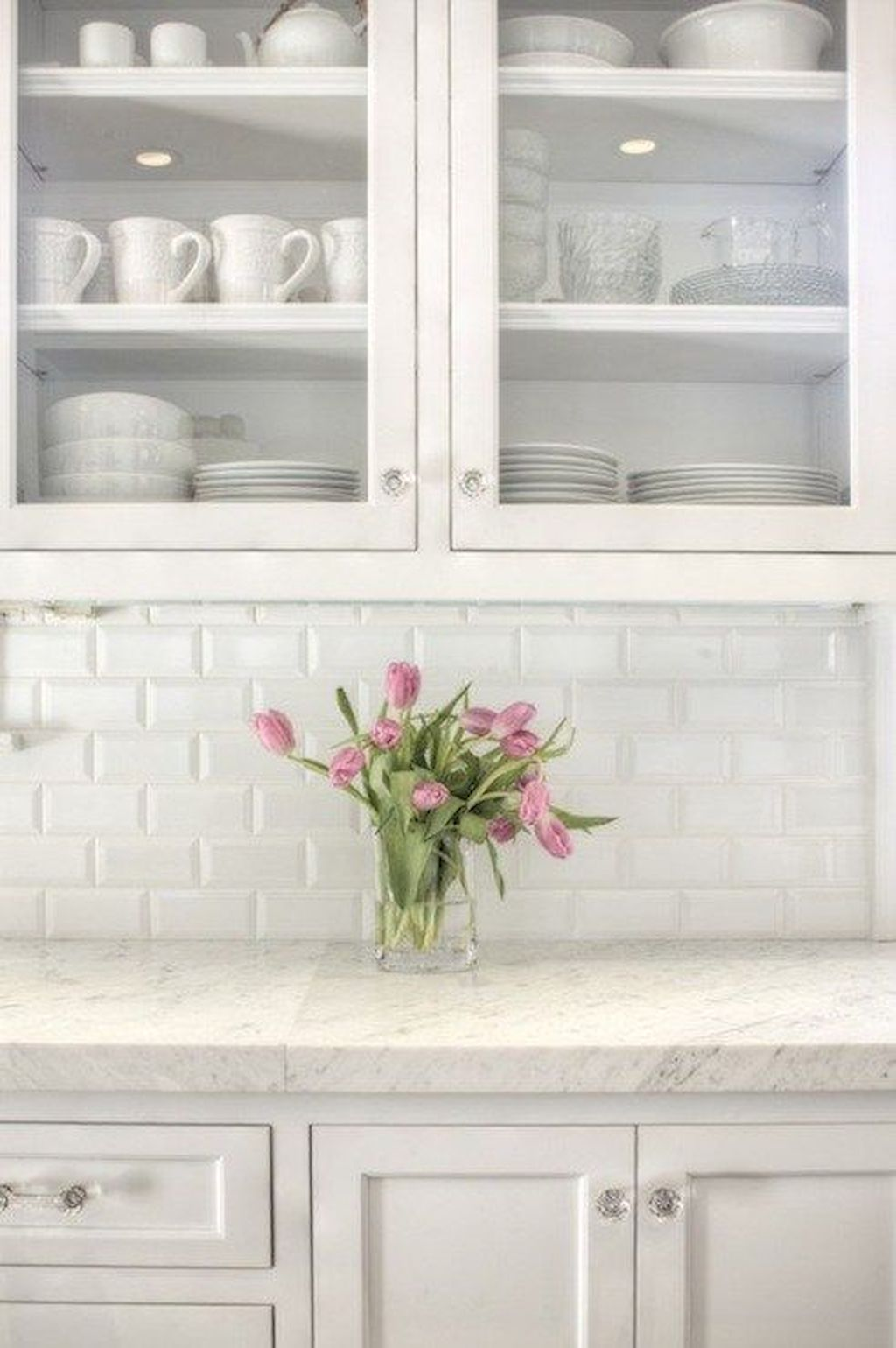 White Kitchen Designs With Beautiful Simple Accessories Part 17