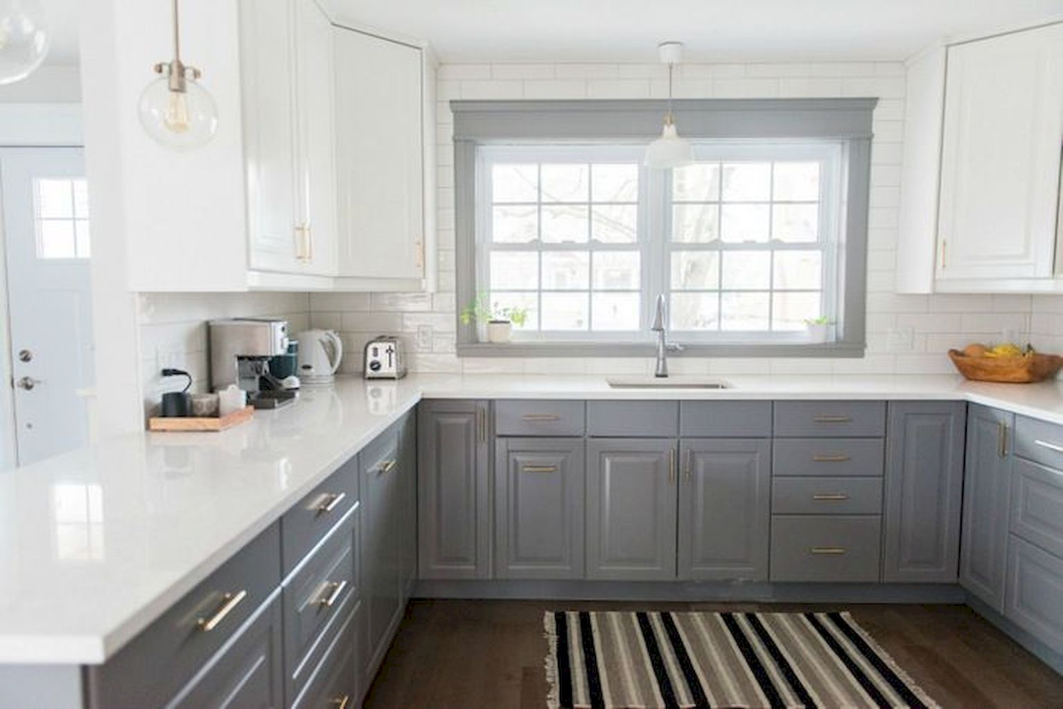 White Kitchen Designs With Beautiful Simple Accessories Part 20