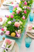 Charming Easter centerpieces and springy table decor ideas to get your Easter party hopping Part 23
