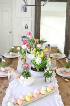 Charming Easter centerpieces and springy table decor ideas to get your Easter party hopping Part 32