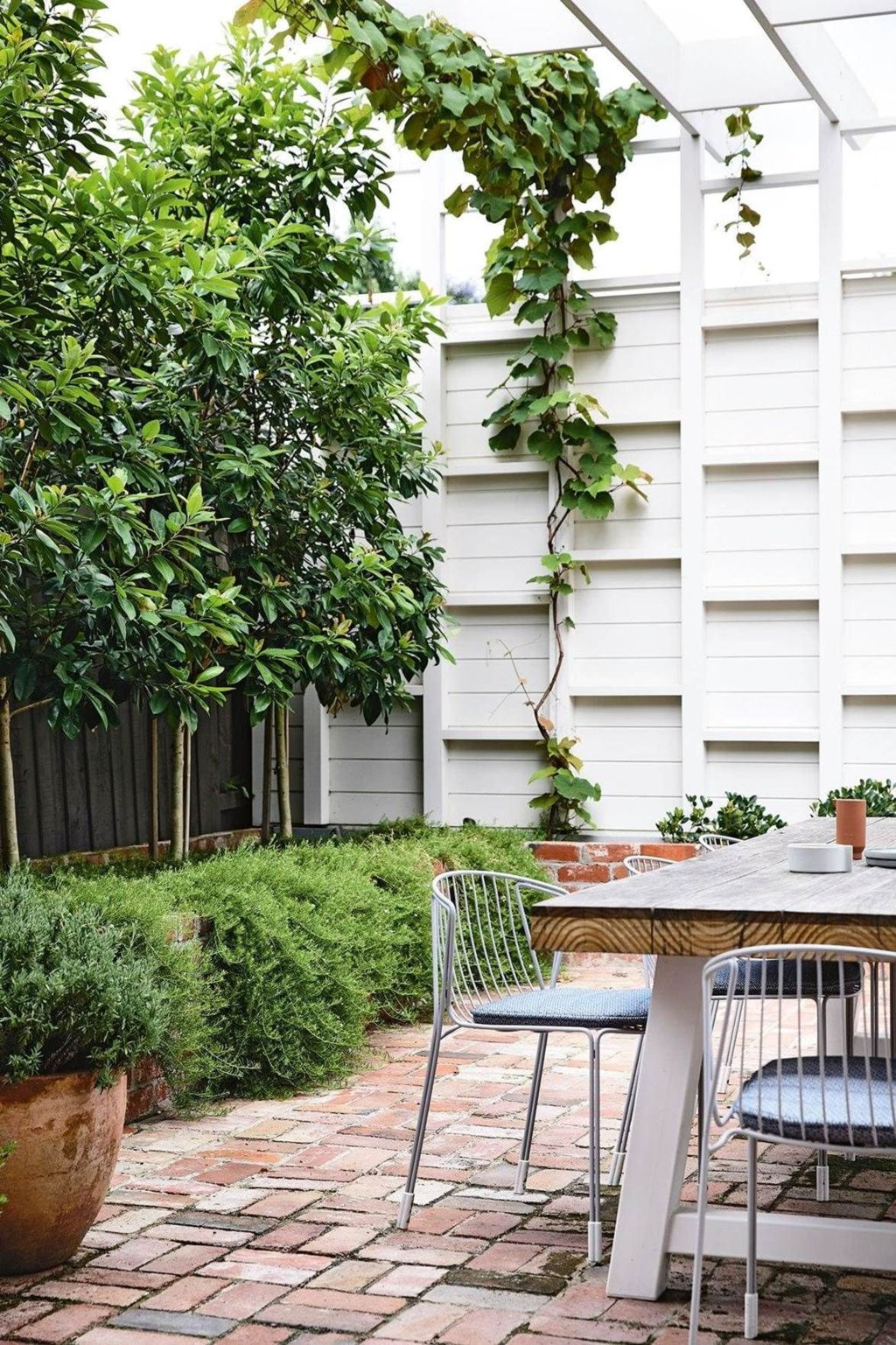 Creative adjustments that will enhance the coziness of the outdoor living space Part 28
