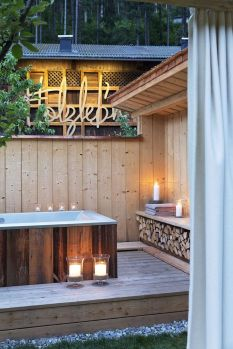 Outdoor showers and bath perfect for beach homes cabins and tropical climates Part 14