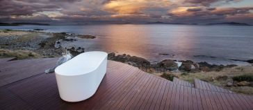 Outdoor showers and bath perfect for beach homes cabins and tropical climates Part 20