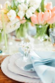 Spring tablesetting ideas with flowers live plants and decoartive eggs best for celebrating the Easter Part 31