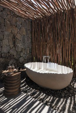 Stunning Outdoor Shower and Bath Spaces That Take You To Urban Paradise Part 25