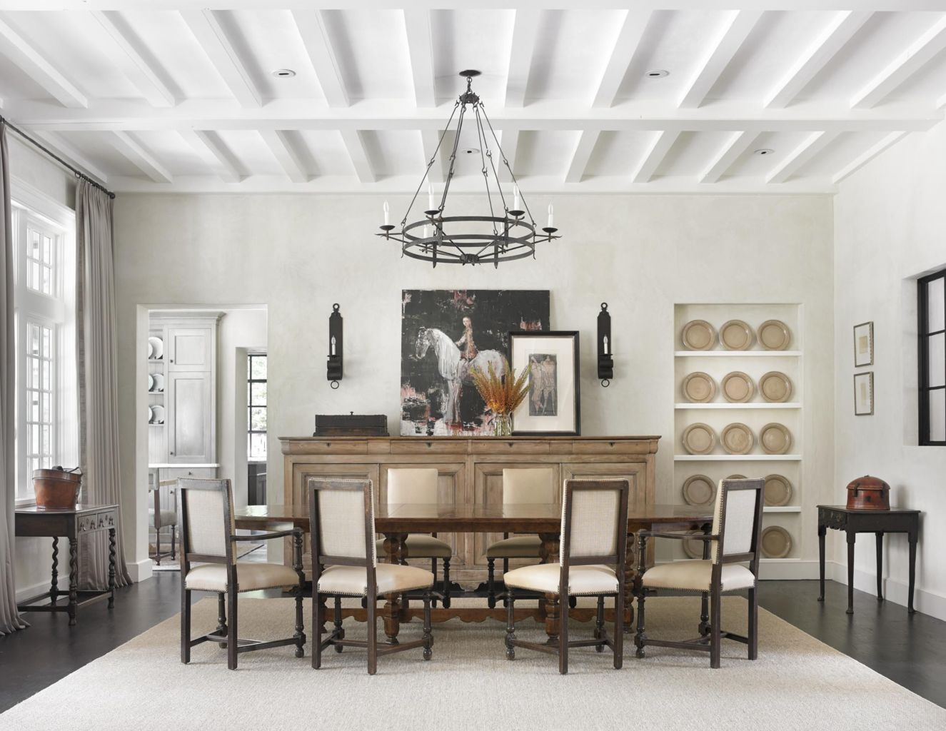 Traditional Chandelier Designs for Dining Rooms that Add Interiors Vintage Charms Part 29