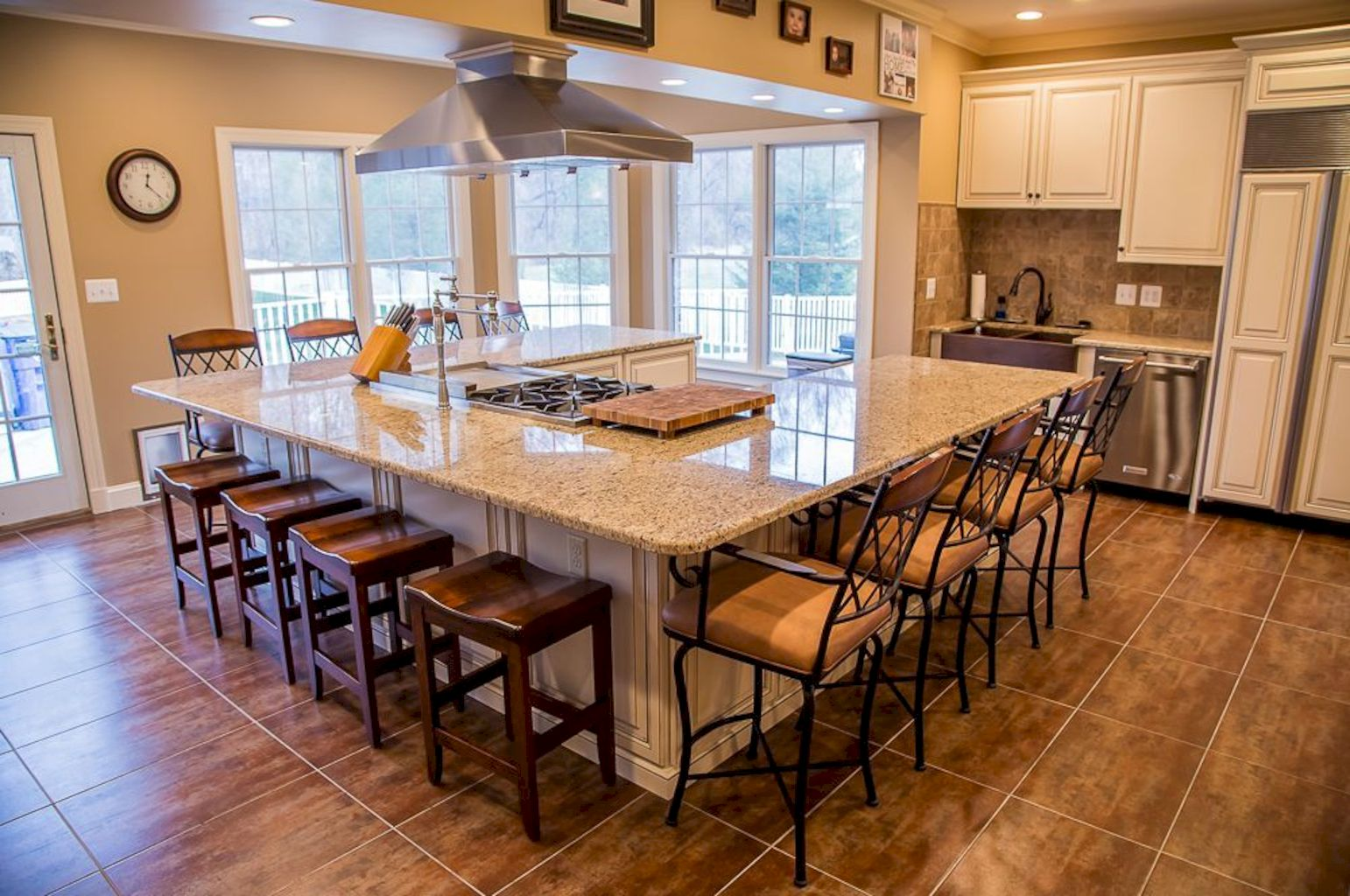 Best kitchen island table combo with an ergonomic design very efficient to improve kitchen functionality Image 13