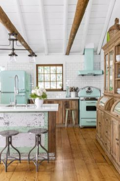 Chic decoration with lots of nautical accents giving a refreshing coastal cottage feel to modern kitchens Image 10
