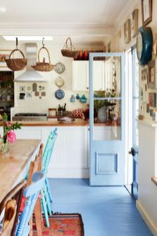 Chic decoration with lots of nautical accents giving a refreshing coastal cottage feel to modern kitchens Image 5
