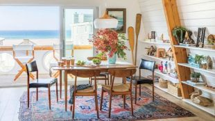 Chic decoration with lots of nautical accents giving a refreshing coastal cottage feel to modern kitchens Image 7