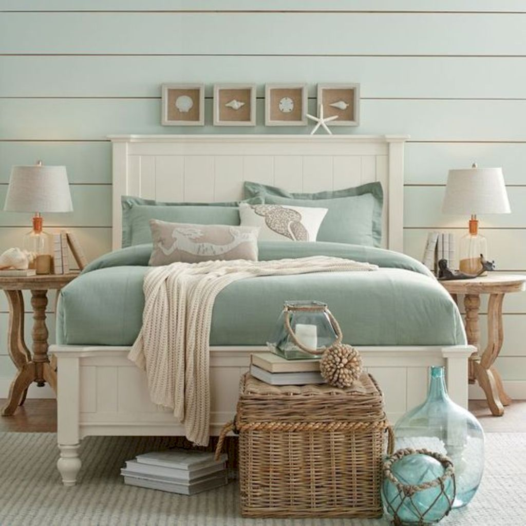 Coastal chic decoration with nautical accessories showing a fresh look in cool beach house styles Image 17