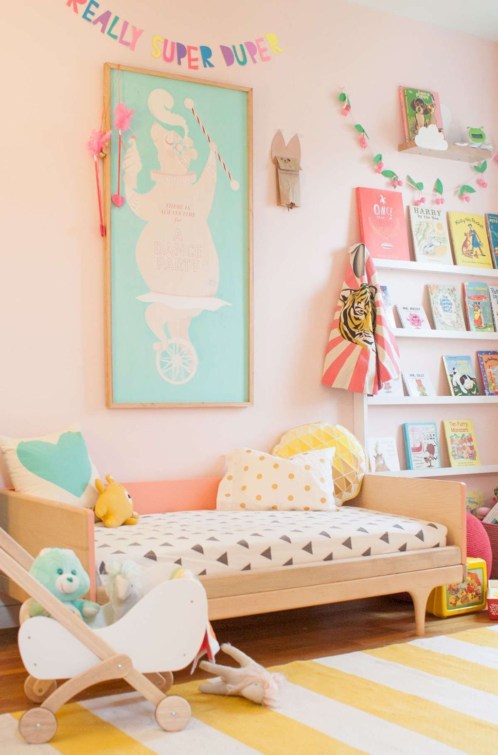 Cozy chic kids bedrooms with a modern touching style that are very lovely with pastel color accent and beautiful decoration Image 3