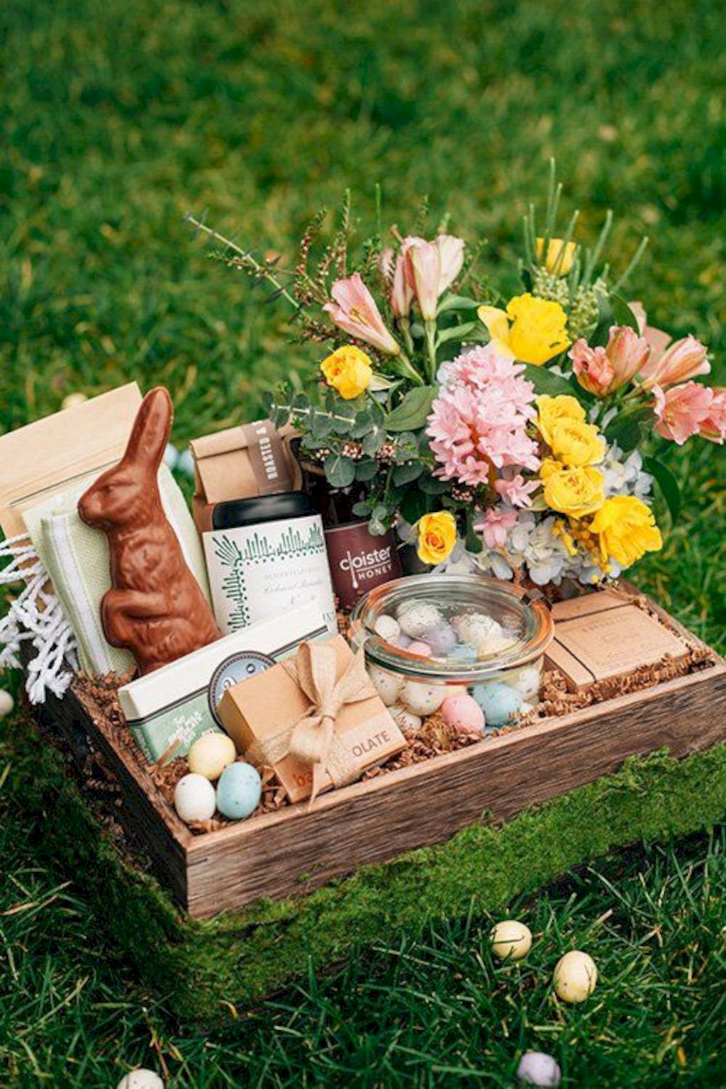 DIY Easter basket ideas made from affordable and recycled materials very charming as Spring celebration accessories Image 32