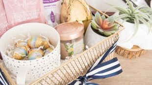 Easter basket ideas arranged with chic decoration ideal and affordable for Spring celebration Image 47