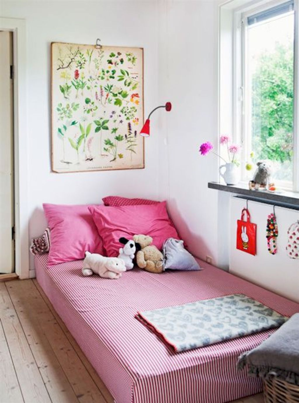 Shabby chic childrens rooms and nurseries with simple and beautiful decorations Image 28