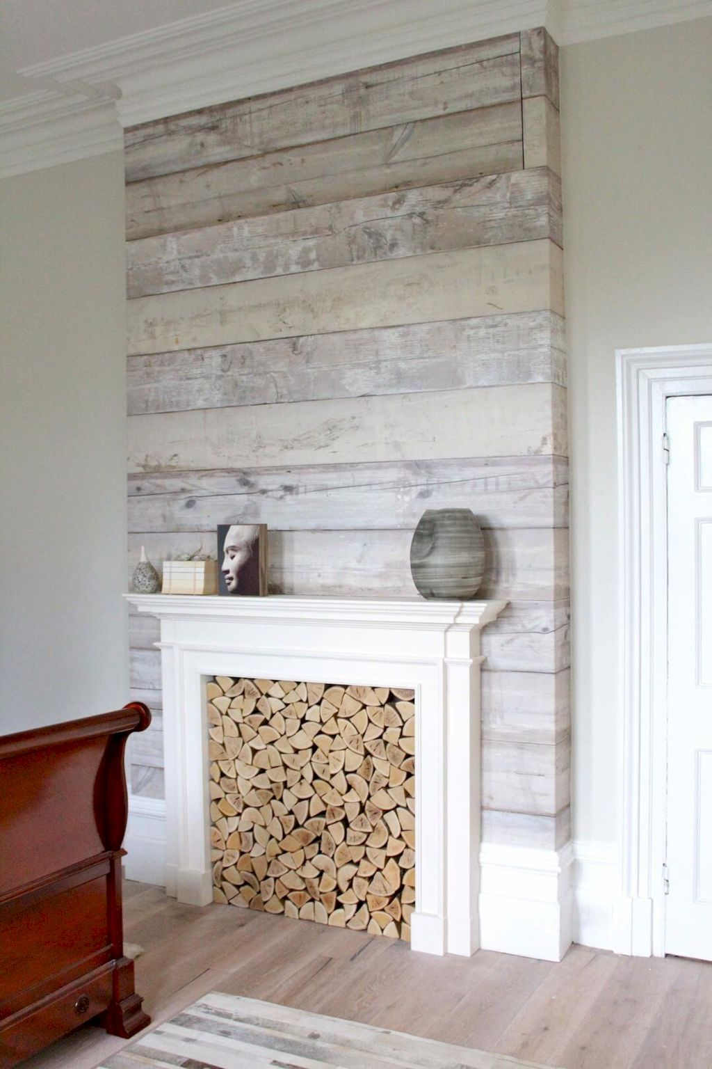 Smart interior upgrade showing wood pallets wall accent that looks amazing in a modern home which includes traditional and rustic element mixing Image 38
