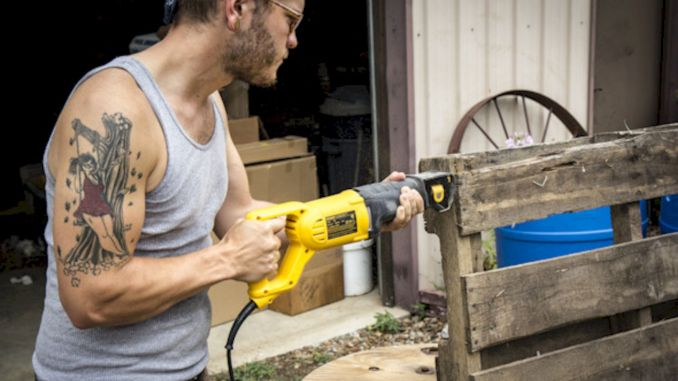 dismantling pallets wood with electric nail saw