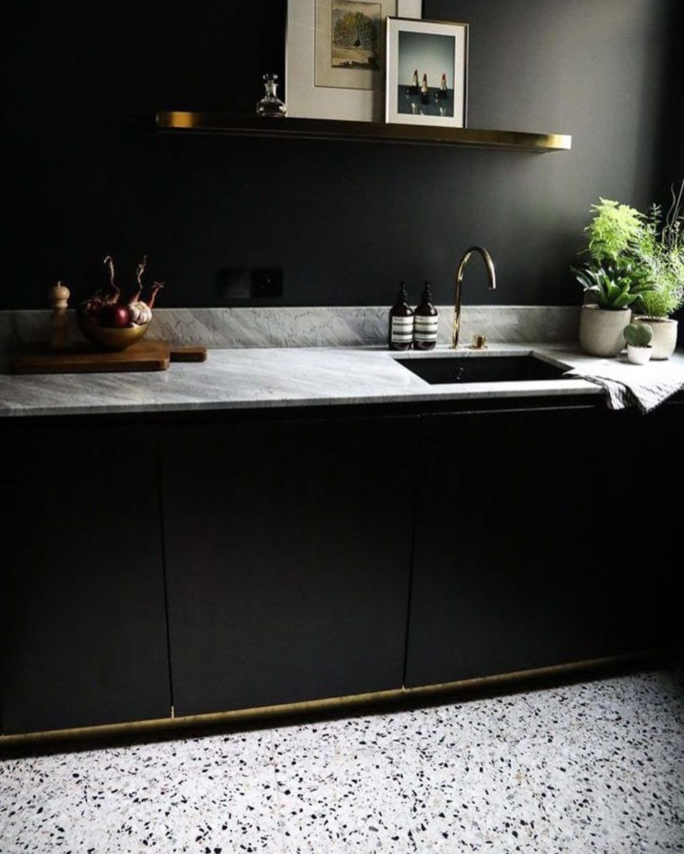 Amazing terrazzo decoration revival giving a cozy look in a warm and friendly interior scheme Image 13