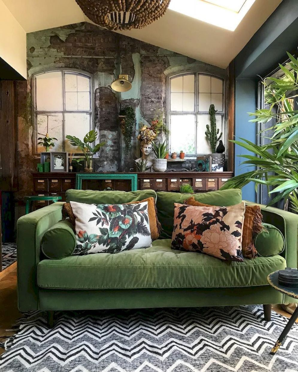 Expressive interior display in multilayering textures and colors showing artsy interior schemes with retro and vintage accents Image 12
