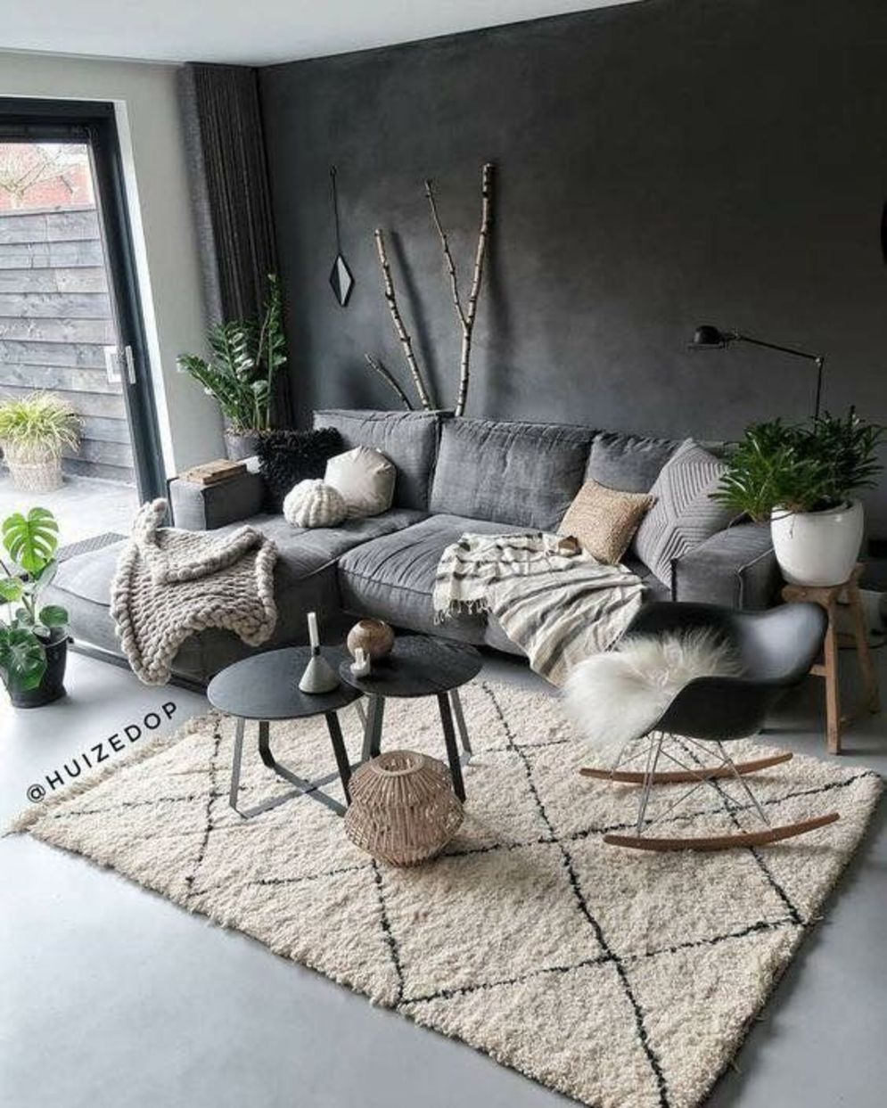 Expressive interior display in multilayering textures and colors showing artsy interior schemes with retro and vintage accents Image 7