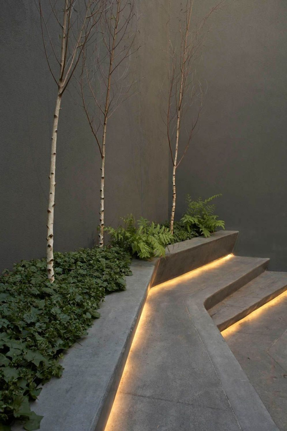 Beautiful garden lighting ideas with ground level ambient light giving luxurious resorts look Image 17