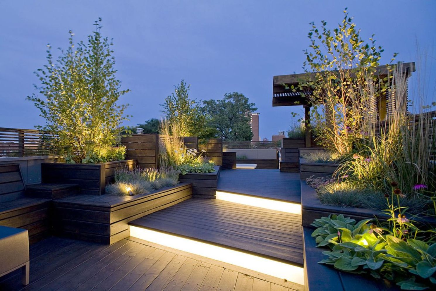 Beautiful garden lighting ideas with ground level ambient light giving luxurious resorts look Image 31