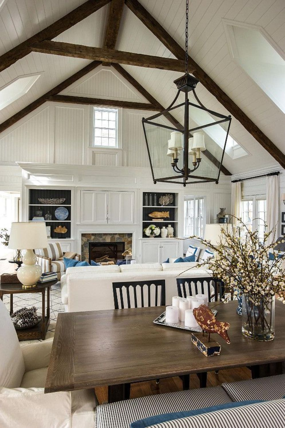 Classic home style with cathedral ceiling which looks gorgeous and grand along with classy interior taste Image 14