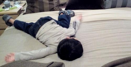 naz tidur atas tilam ikea